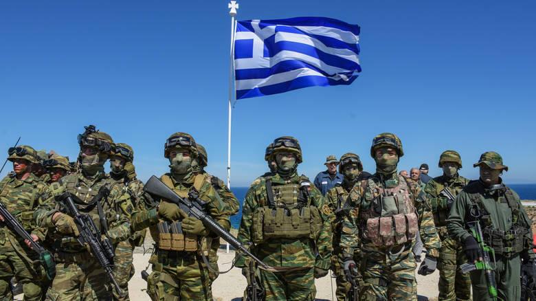 Τι αλλάζει σε θητεία, προσλήψεις, μεταθέσεις στις Ένοπλες δυνάμεις.