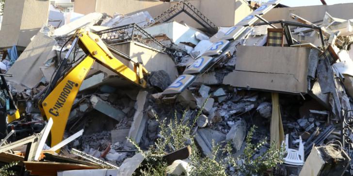 Σεισμός στην Αλβανία: Εικόνες μεγάλης καταστροφής- Κτίρια έχουν ισοπεδωθεί